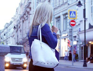 Jak prawidłowo nosić torebkę?
